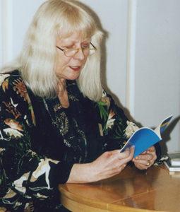 Gisela Kraft während ihrer Lesung beim Boltenhagener ücherfrühling